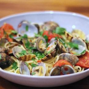 Italian supper: Spaghetti allevongole