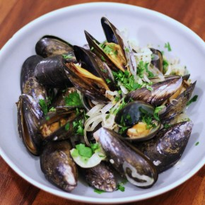 French supper: Moules in Pernod sauce